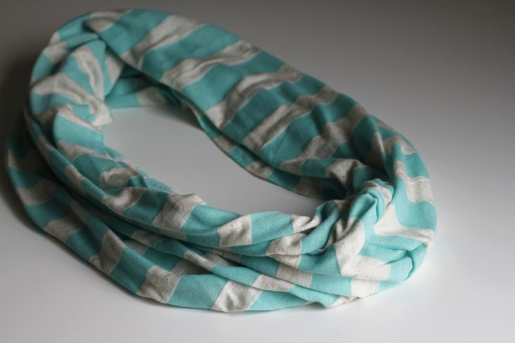 Everyone needs mommy and me matching infinity scarves. Learn how to make your own here in only a few simple steps!