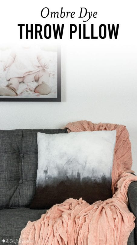 Make this ombre dye pillowto decorate in your living room. This dip dye method is perfect for easy DIY home decor. #diy #homedecor