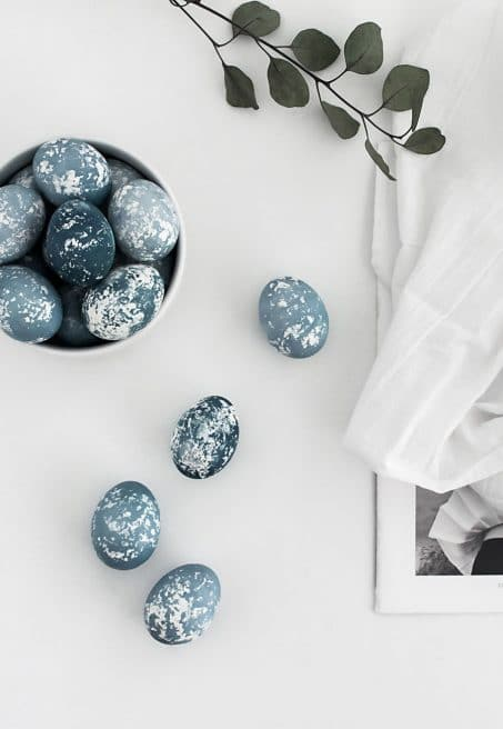 Modern Easter Egg Decorating Idea with natural dye