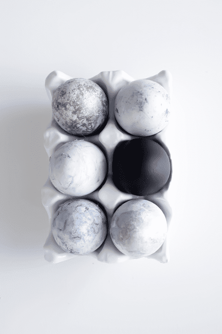 Modern Easter Egg Decorating Idea in neutrals
