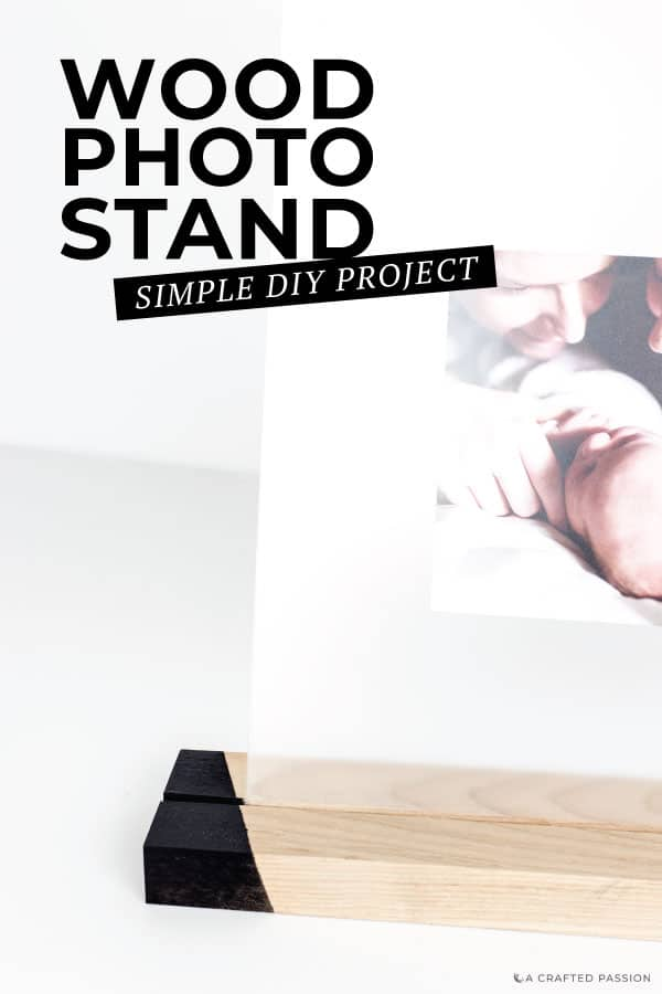 Want to make a DIY wood block photo holder? This easy home decor tutorial with wooden blocks is perfect for your desk or shelf. #homedecor #shelfdecor