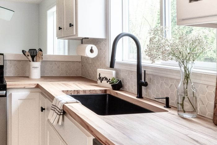 Finished look of the modern kitchen sink on the kitchen